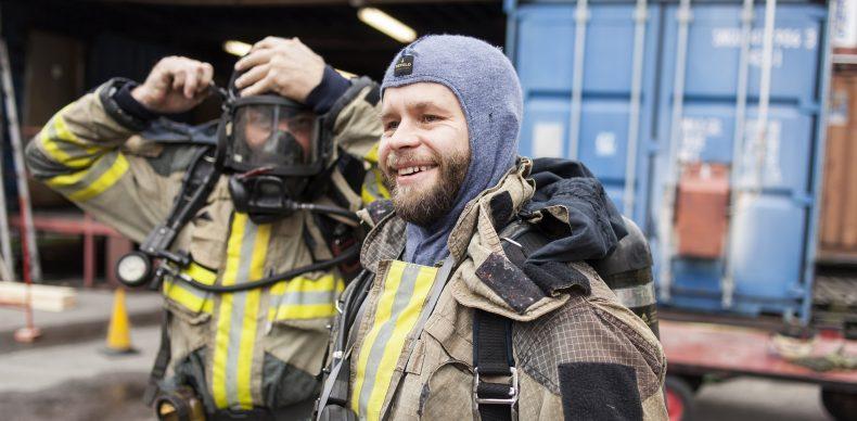 Två glada brandmän